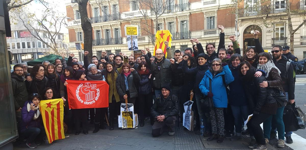 Foto de família d'alguns dels osonencs desplaçats a Madrid per donar suport a Joan Coma, un cop aquest va ser alliberat