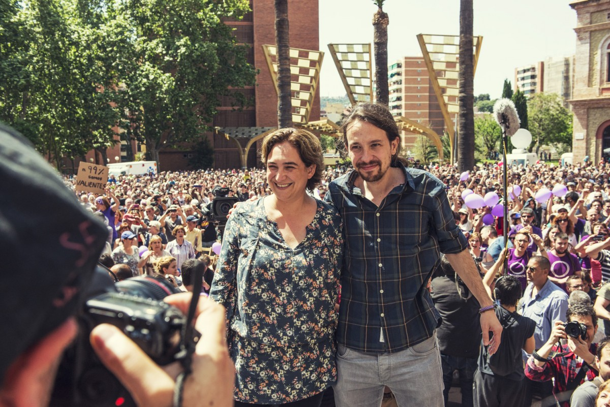Ada Colau i Pablo Iglesias en un acte de Barcelona en Comú a Nou Barris