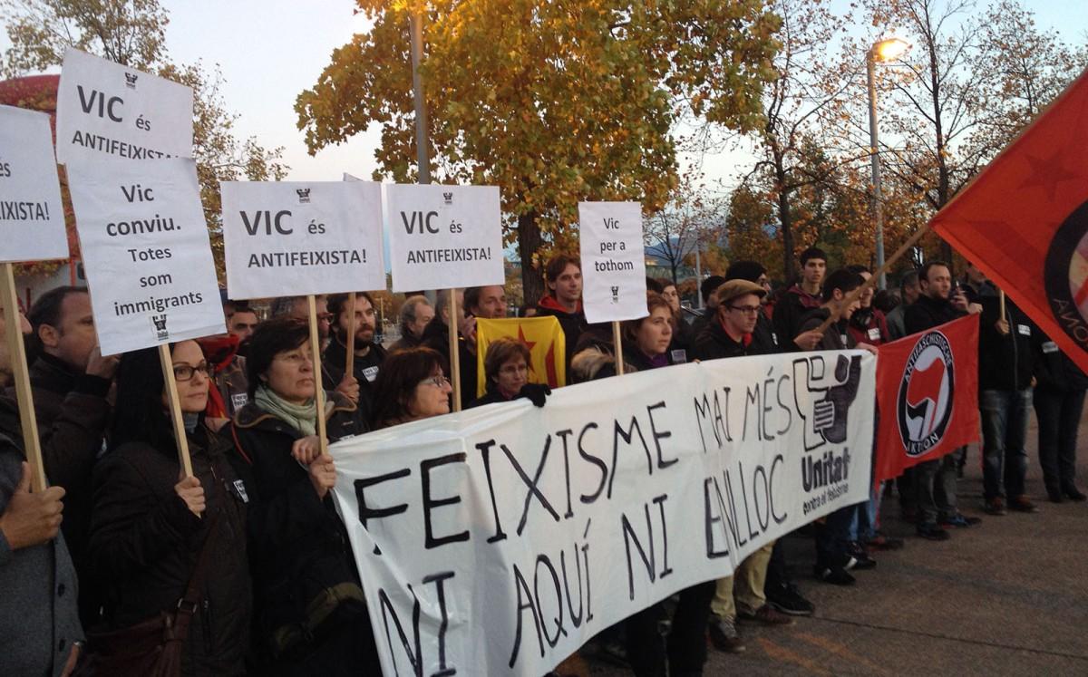 Manifestació antifeixista a Vic, el novembre de 2014