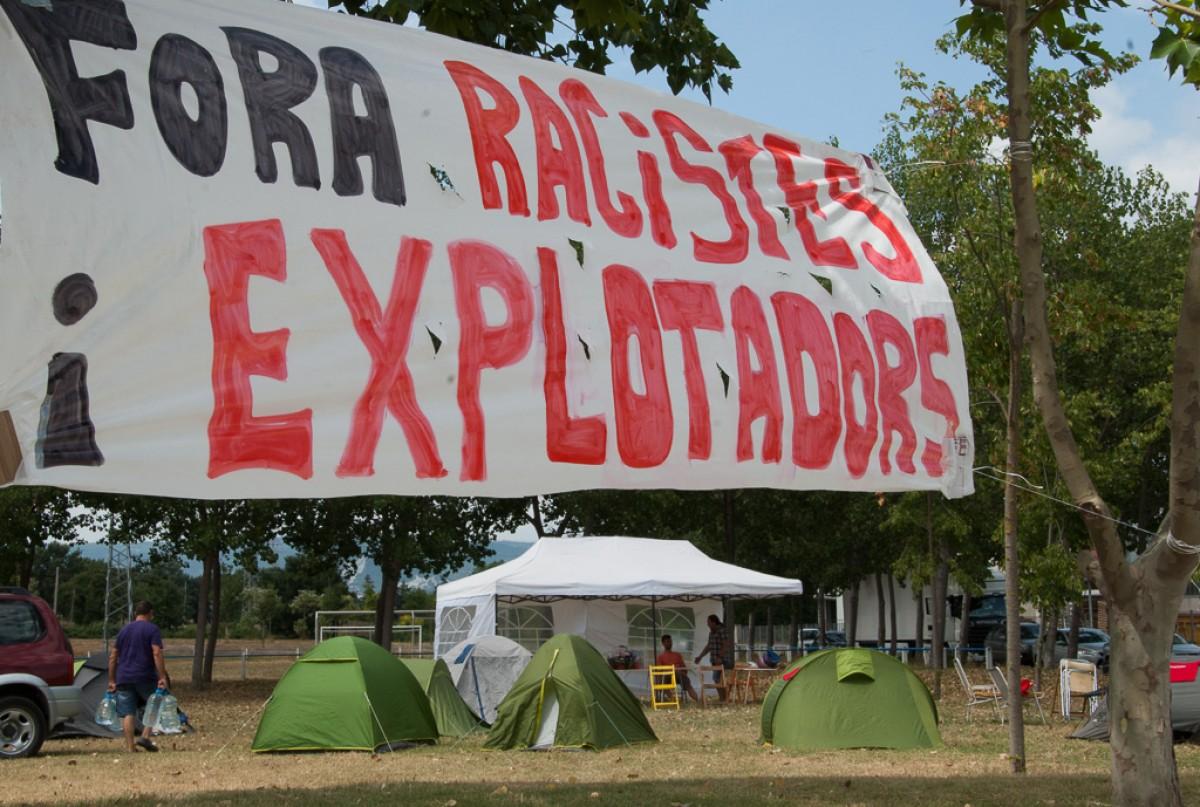Pancarta reivindicativa a l'acampada a Le Porc Gourmet l'estiu passat