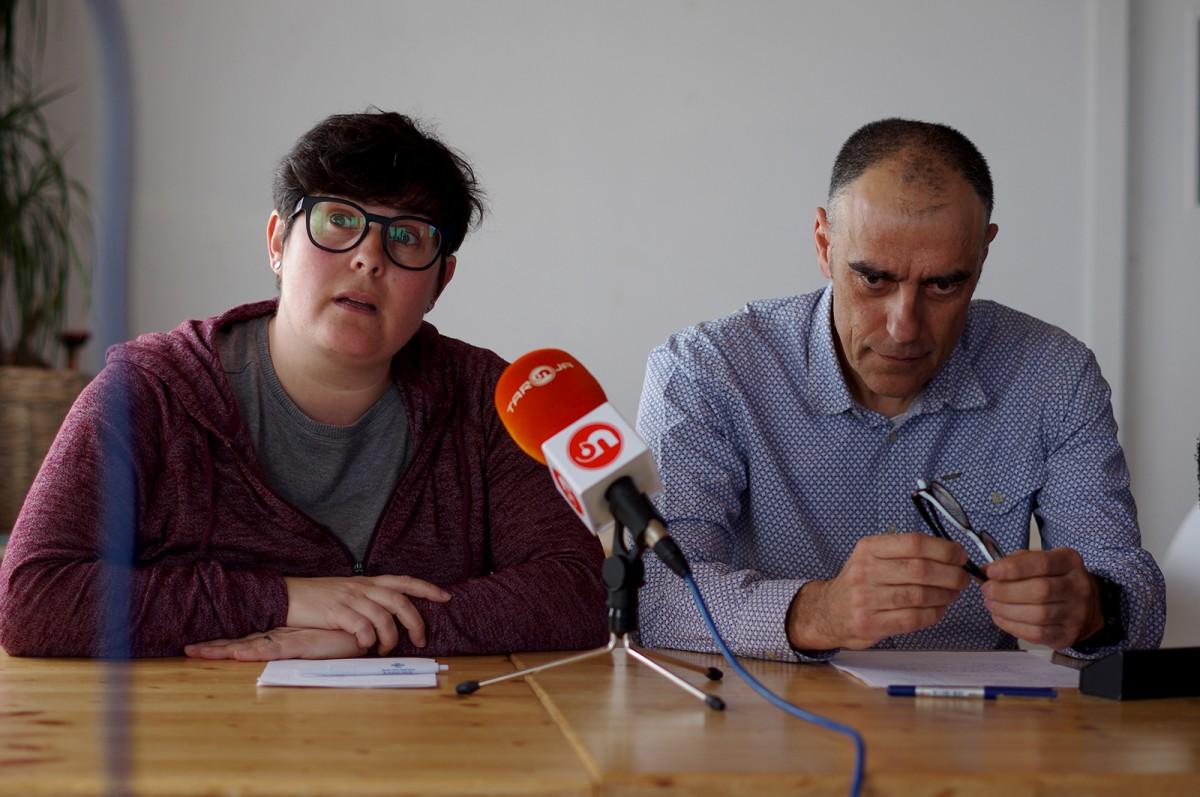 Alba Rojas, en un moment de la seva intervenció. Al seu costat, Jordi Badia