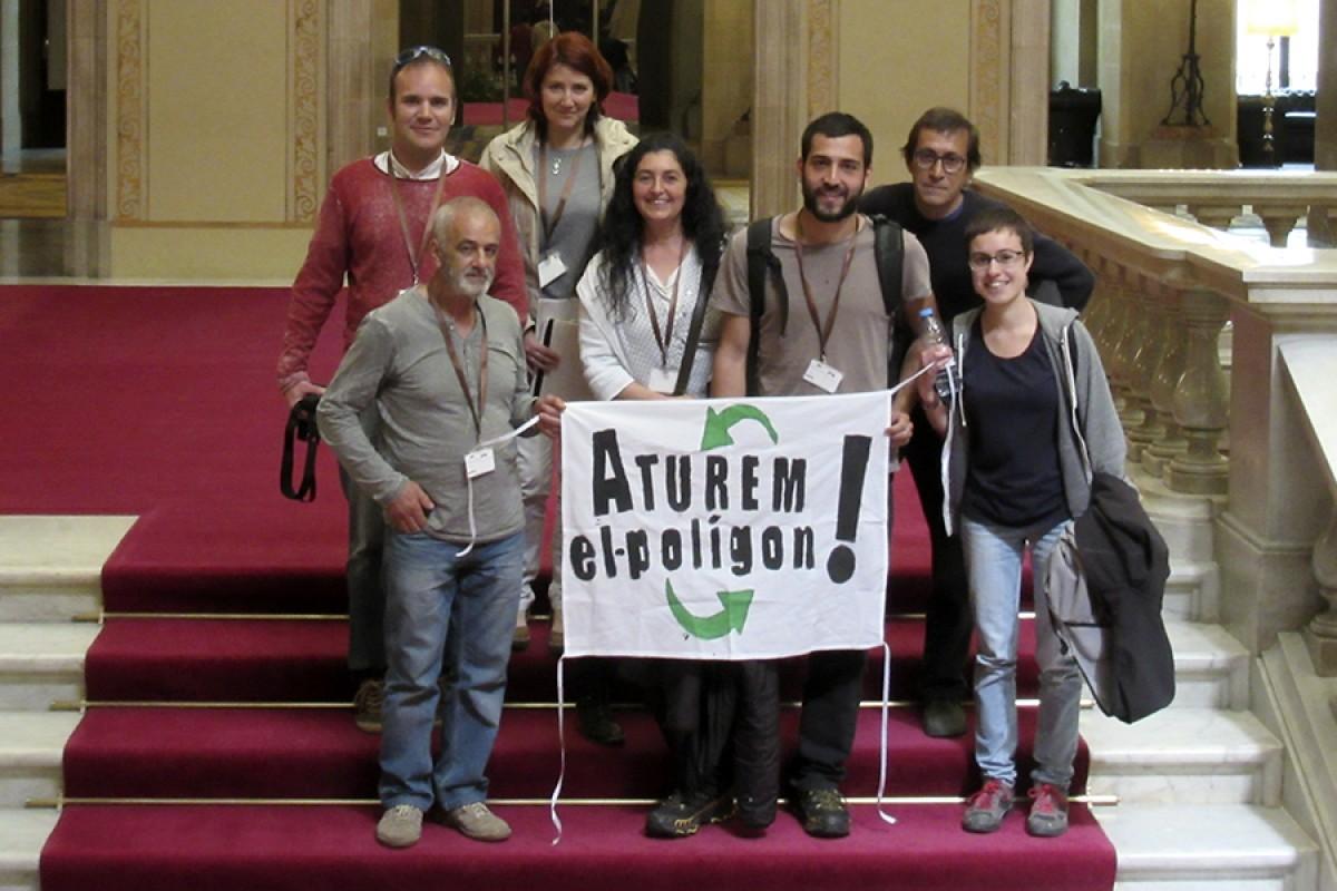 Membres de la plataforma Aturem el Polígon de la Carretera de Les Llosses, dijous passat al Parlament