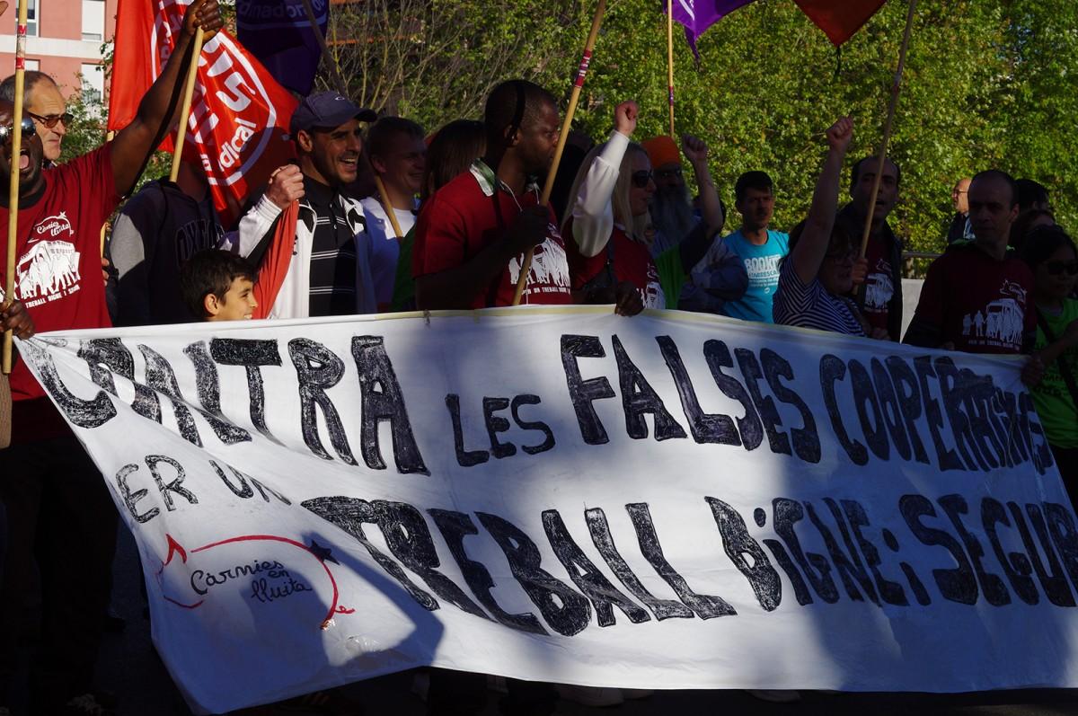 Treballadores de les càrnies d'Osona a la manifestació contra les falses cooperatives de dissabte a Vic