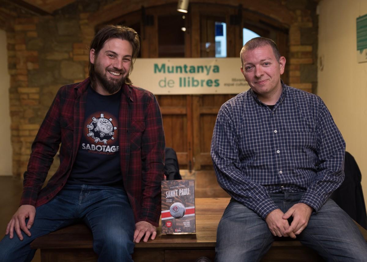 Natxo Parra i Carles Viñas a la llibreria Muntanya de llibres de Vic