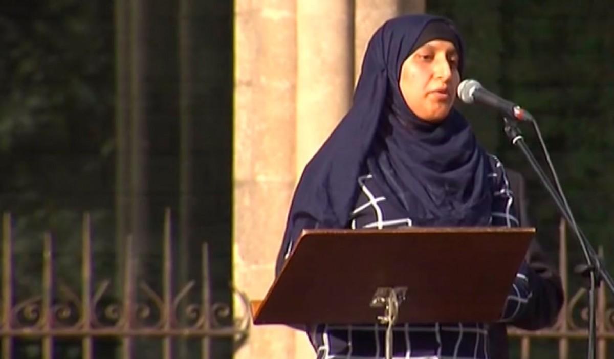 Hafida Oukabir, durant el seu parlament ahir a l'acte de Ripoll