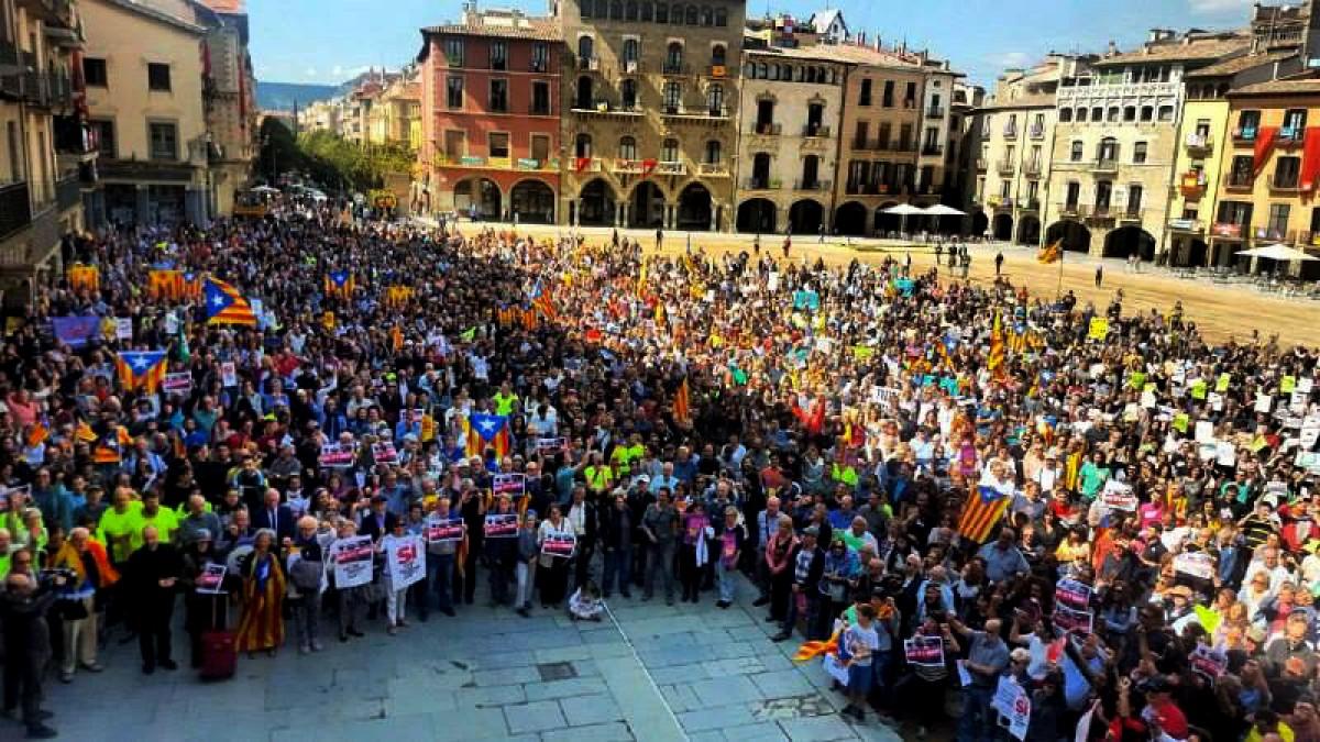 Concentració en defensa del referèndum i contra la repressió de l'Estat, dimecres al migdia a Vic