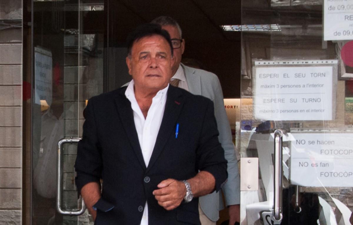 Josep Ramisa, sortint del jutjat de Vic després de suspendre per tercera vegada el seu judici per insults racistes