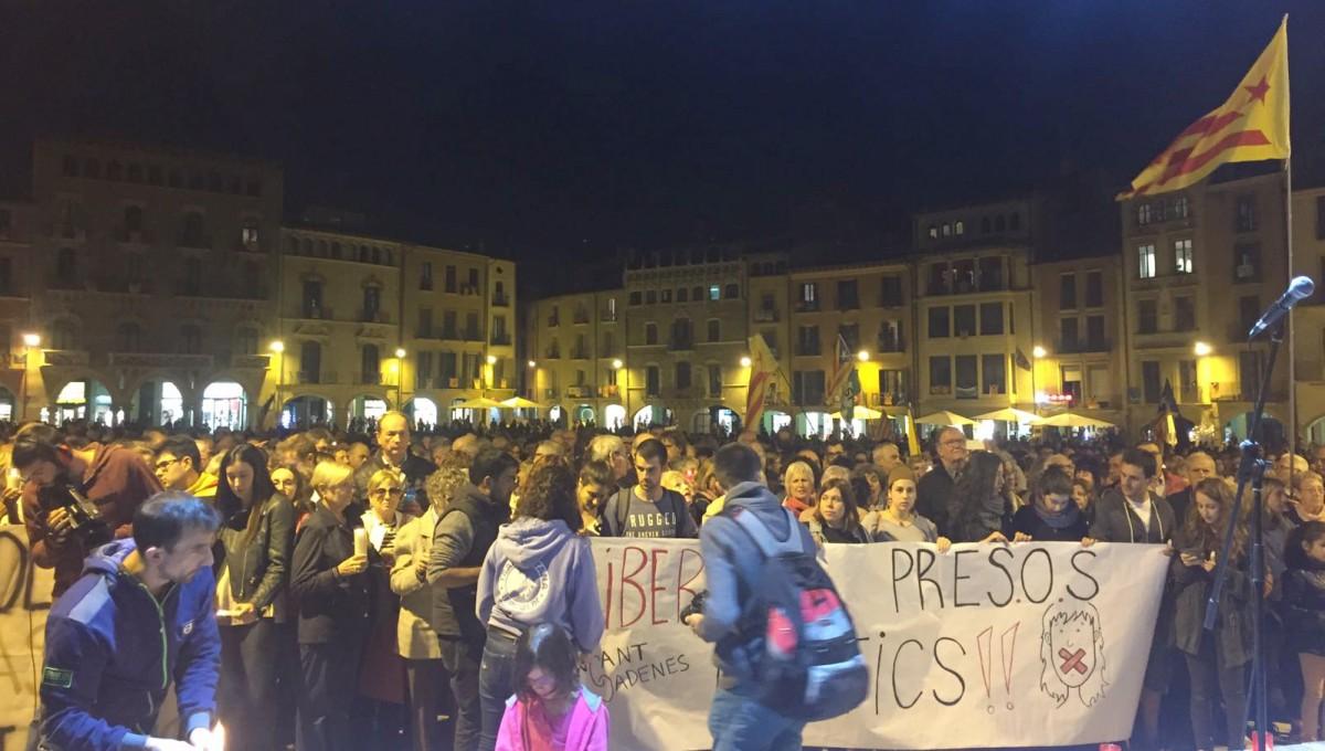 Concentració per la llibertat de Jordi Cuixart i Jordi Sánchez, ahir al vespre a Vic