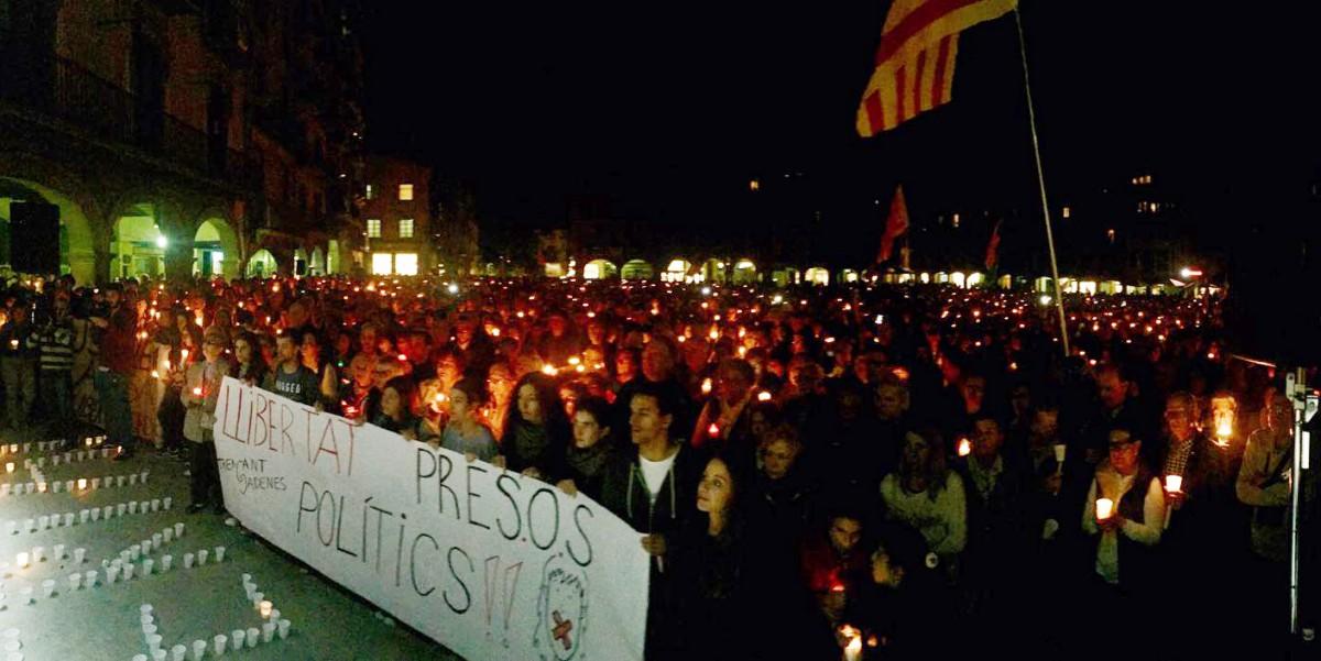 Concentració per demanar la llibertat dels presos polítics a la plaça Major de Vic