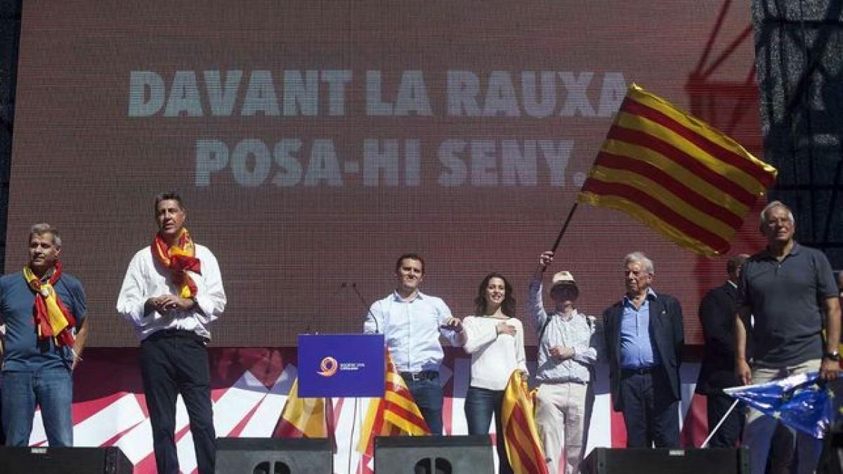 Dirigents unionistes al final de la manifestació de Societat Civil Catalana del 8 d'octubre passat