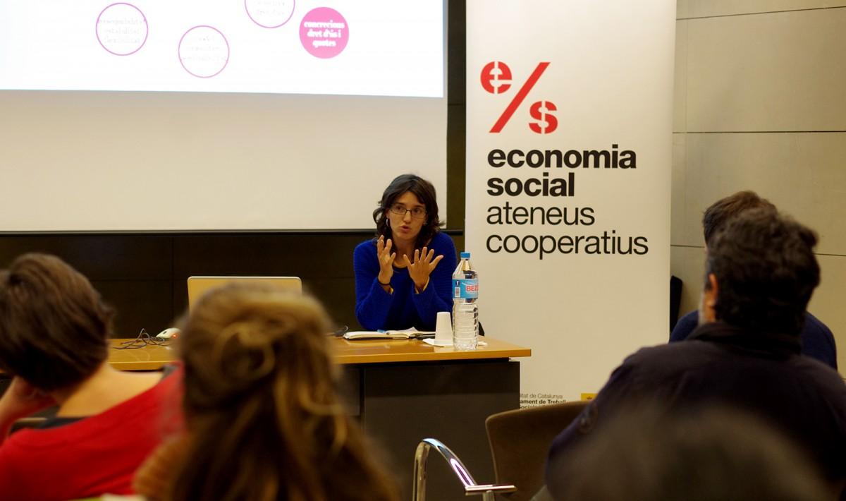 Lali Daví a l'acte organitzat per l'Ateneu Cooperatiu i el Col·legi d'Arquitectes