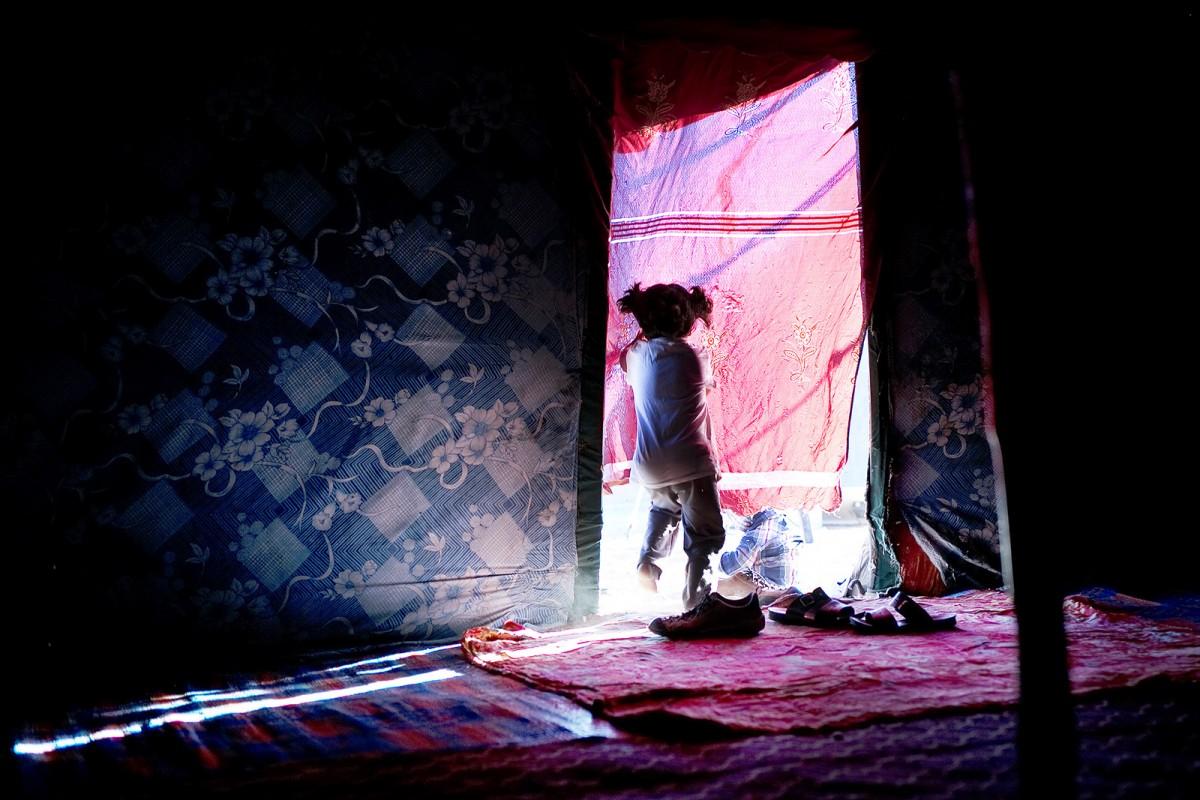 Imatge d'un camp de refugiats sahrauís que il·lustra la portada del llibre