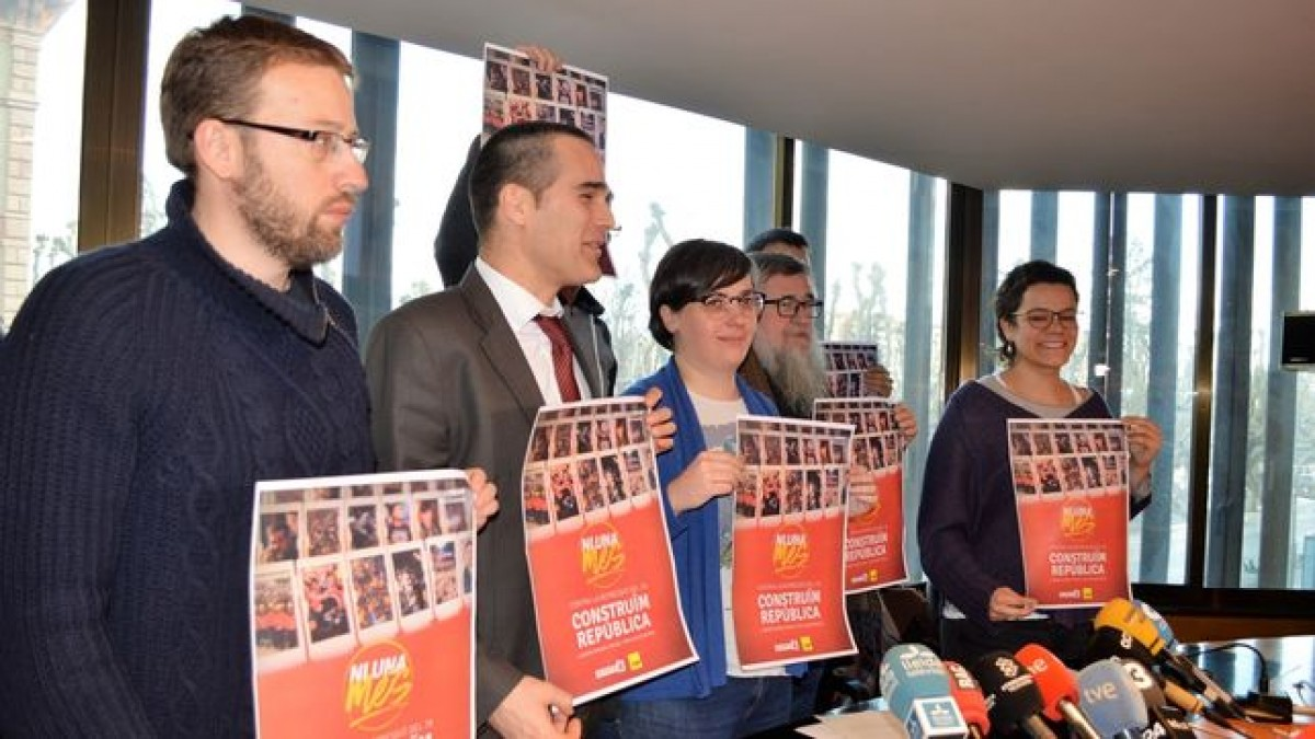 Mireia Boya, al centre, dijous a Lleida on va comparèixer per anunciar la seva postura davant el Tribunal Suprem