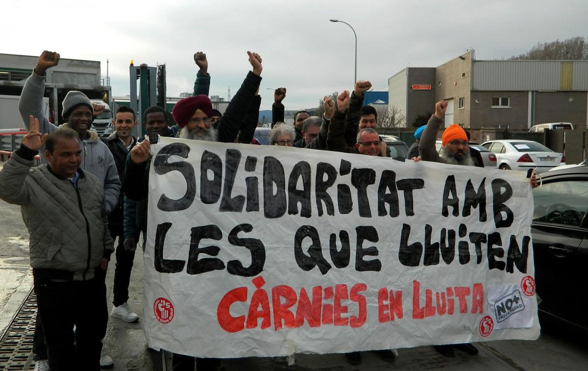 Protesta de treballadors de Le Porc Gourmet després de la rua de cotxes reivindicativa de diumenge
