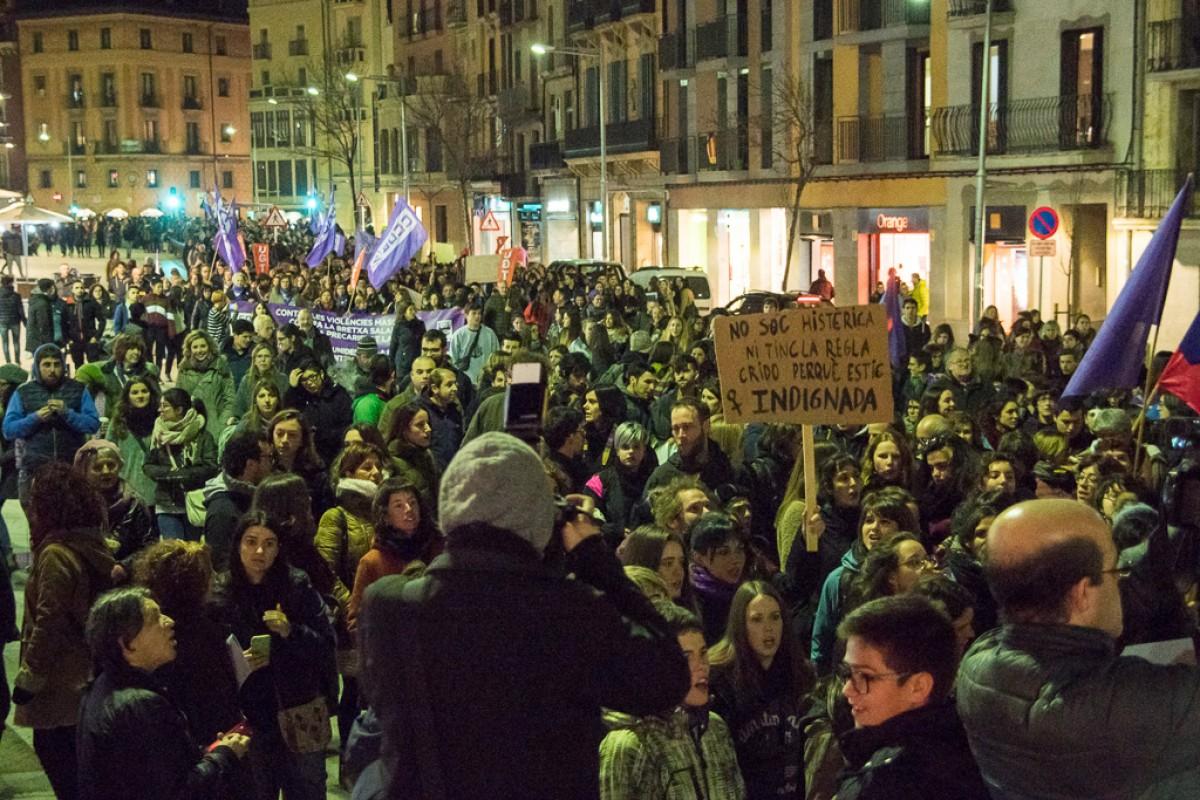 Manifestació a Vic durant la vaga general feminista, el passat 8 de març
