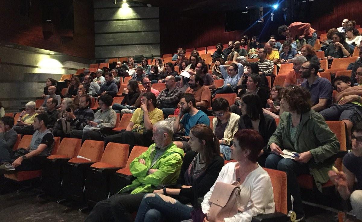 Part del públic que va assistir dilluns a la projecció de 'Food Coop' a Manresa