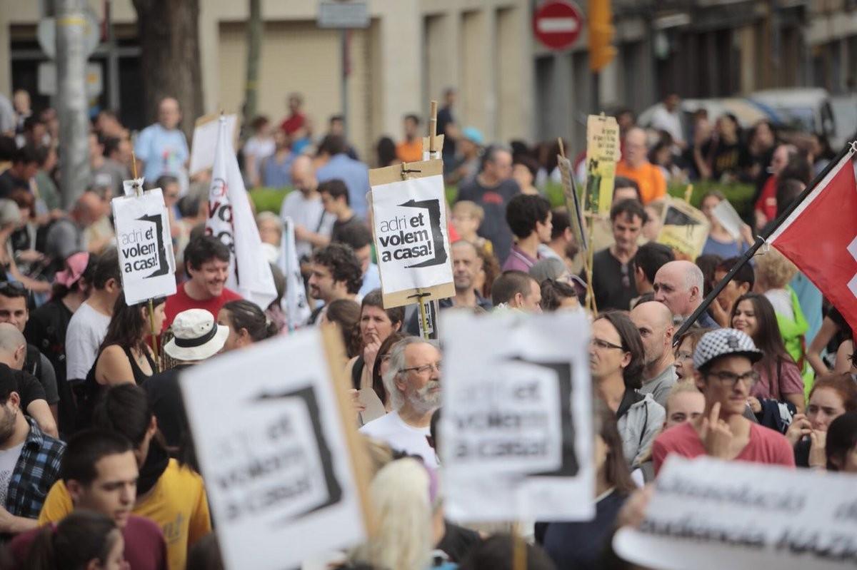 Manifestació de suport a Esplugues al jove Adrià Carrasco, que ha hagut de marxar a l'exili davant el risc d'empresonament pel seu activisme al CDR