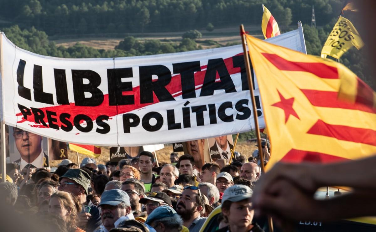 Concentració a la presó de Lledoners, aquest divendres després de l'arribada dels presos polítics