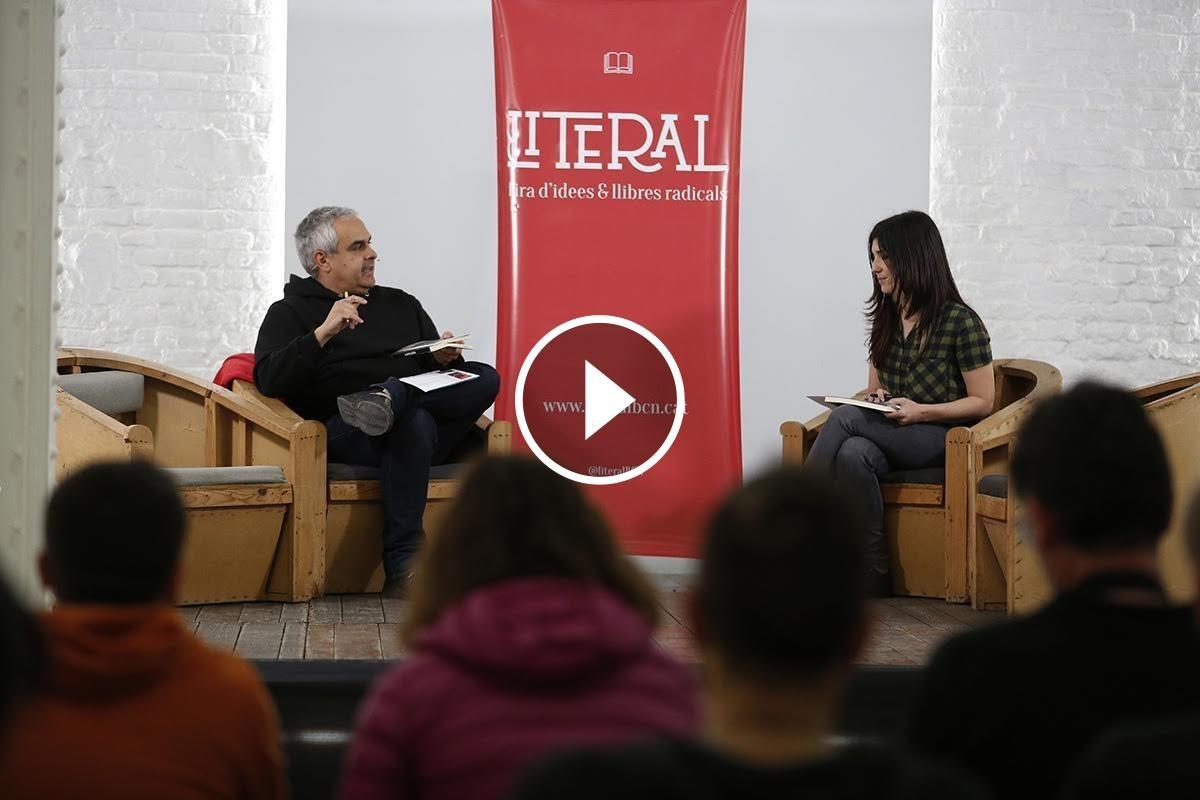 Jordi Martí Font en un moment de l'entrevista durant la Fira Literal