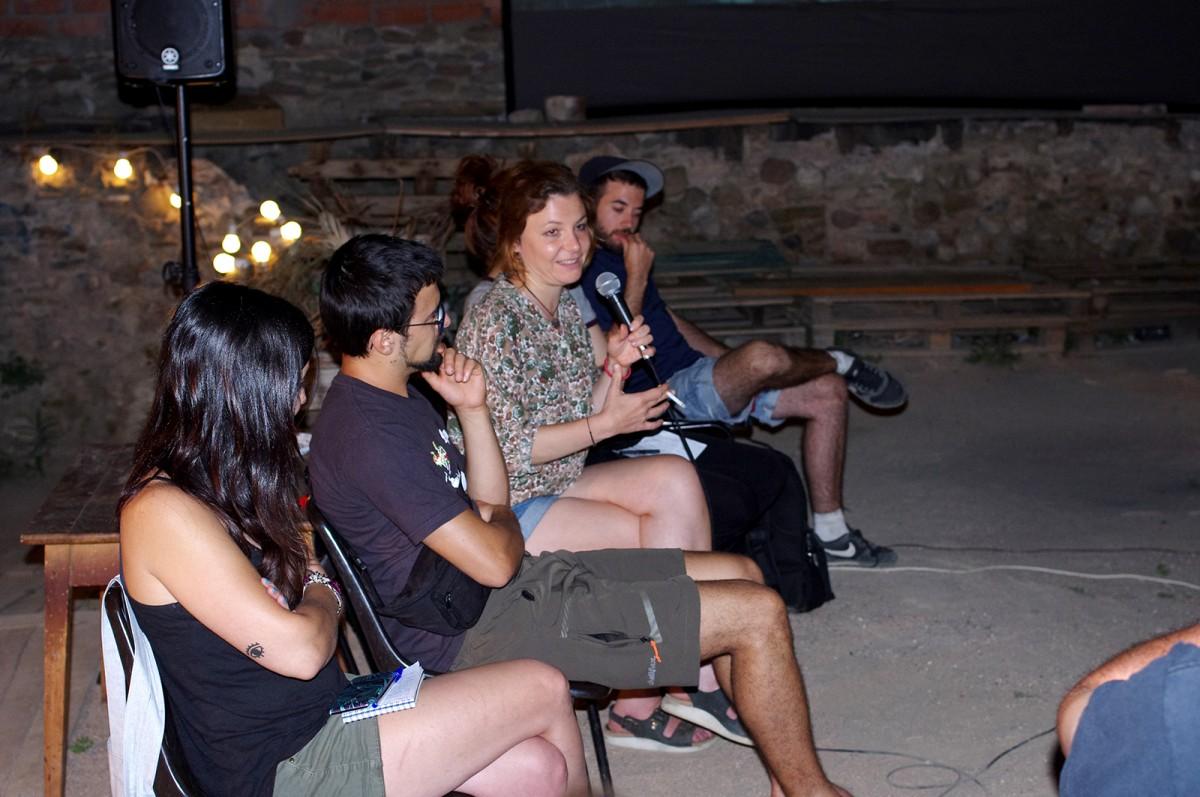 Alla Sadrova intervenint al debat de divendres. Amb ella, Sara Blázquez, Adrià Gutiérrez, Irene Gil i Arnau Musach