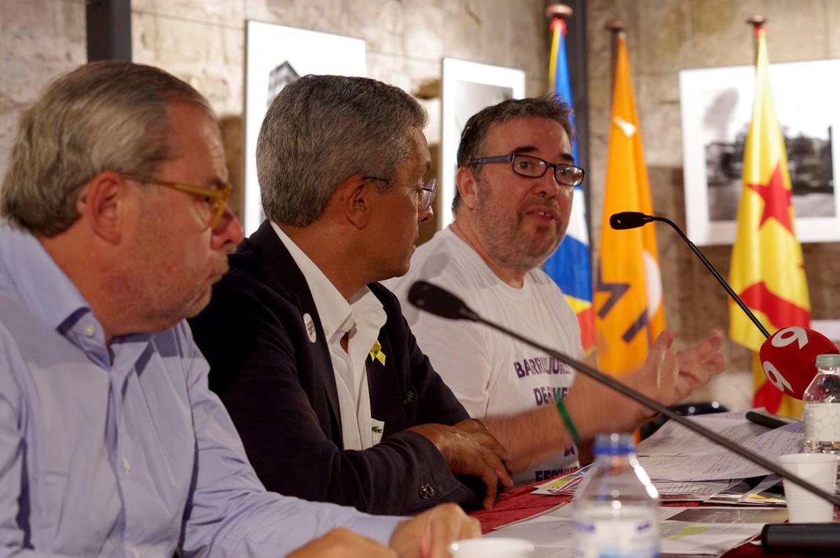Steve Cedar durant la seva intervenció. Al seu costat, Josep Arimany i Alfred Verdaguer
