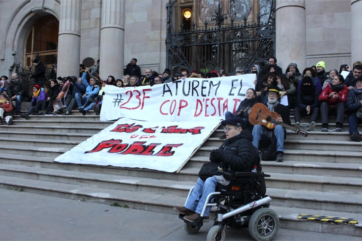 Un moment de la protesta davant el TSJC el 23 de febrer passat