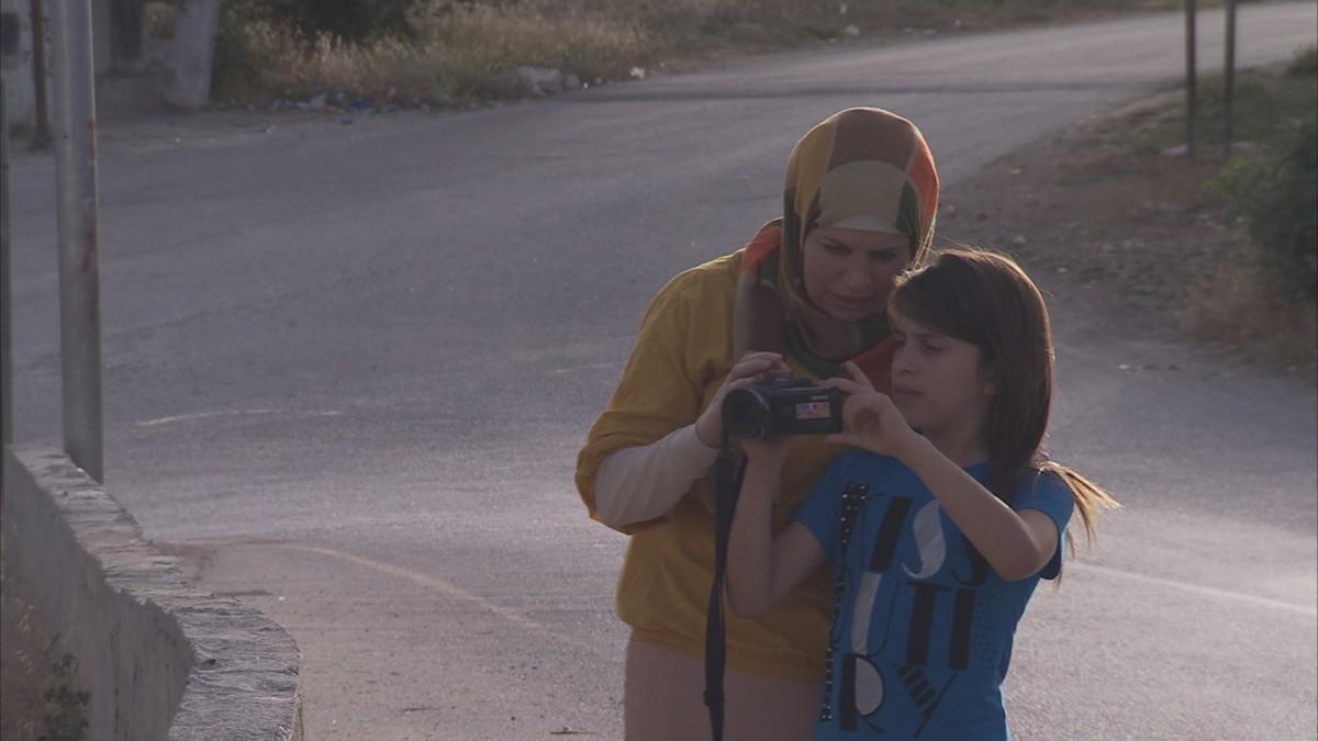 Fotograma del documental 'Palestine.net', que es projectarà al Festival Protesta, que segueix les històries d'una nova generació de palestins que a través de les xarxes socials aconsegueixen arribar més enllà de les barreres físiques de l'ocupació