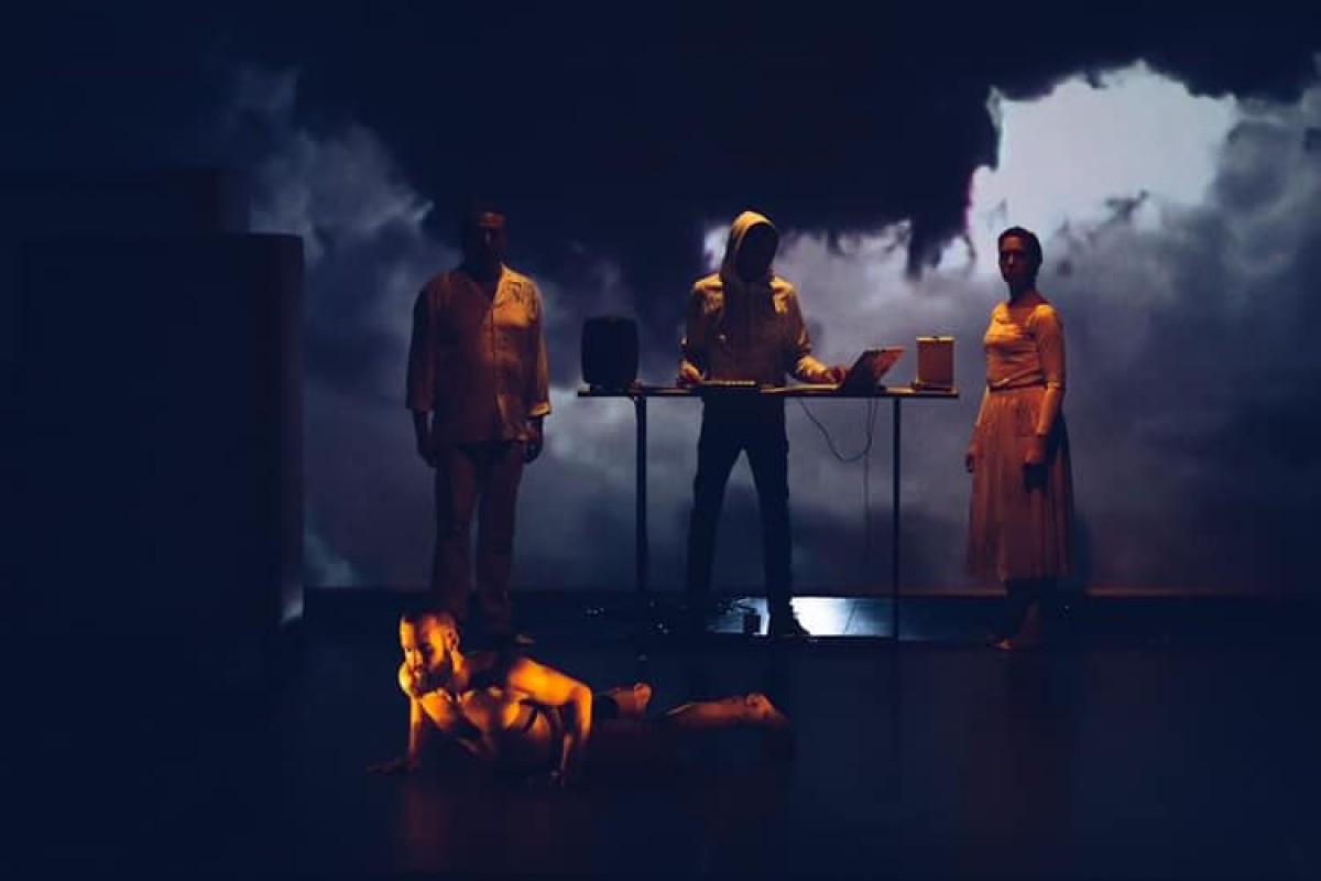 Un moment de la representació de 'Els camins invisibles'.