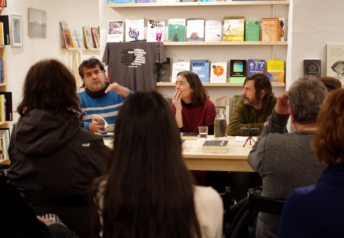 L'editor Jordi Panyella a la presentació d''És morta la poesia?', divendres passat, a la llibreria Foster and Wallace de Vic