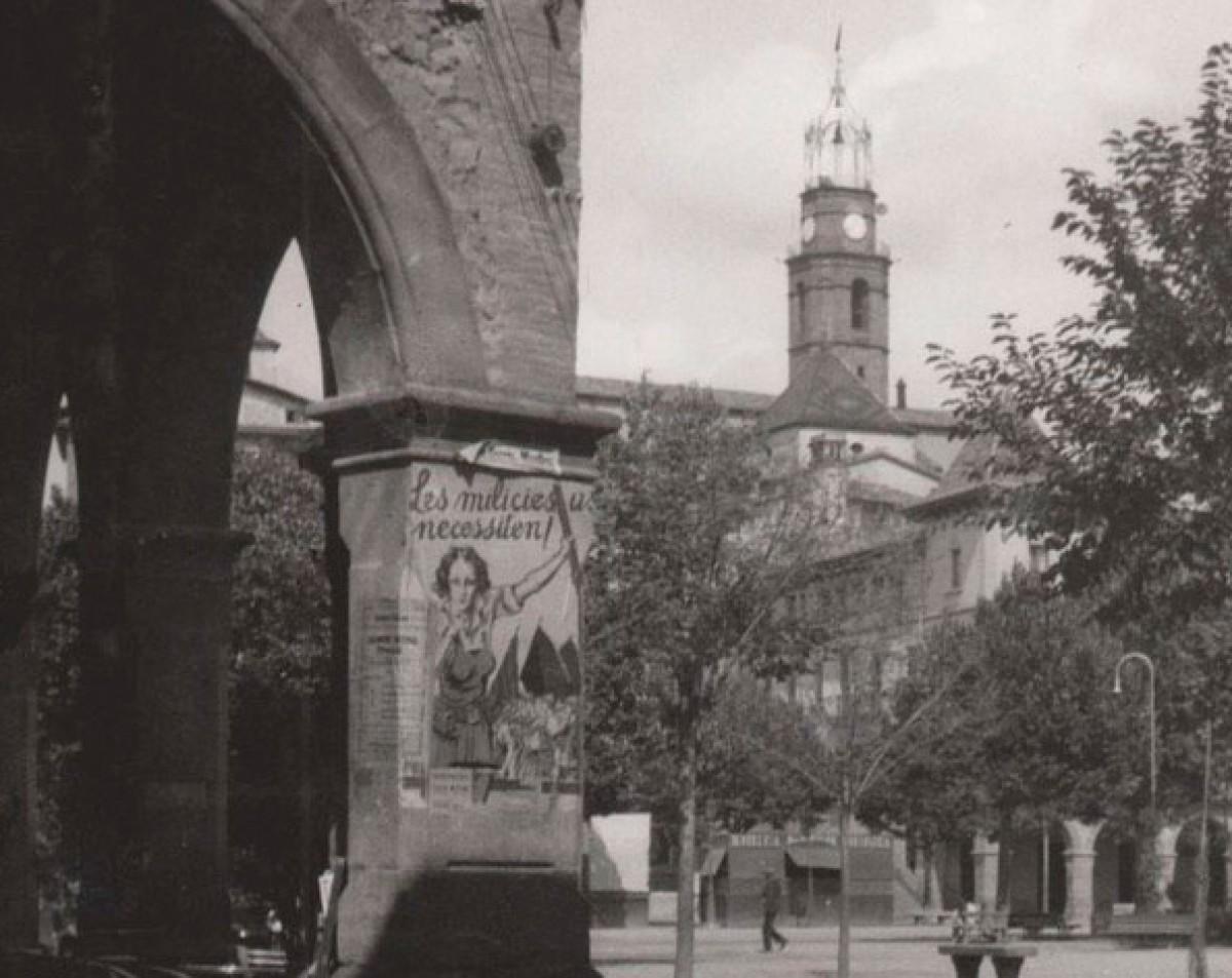 La plaça Fra Bernadí de Manlleu l'any 1936, poc després de l'inici de la Guerra Civil