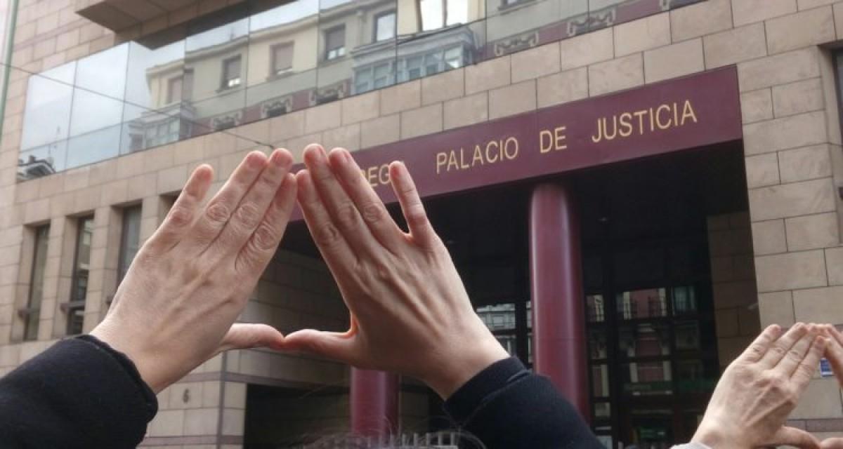Moltes dones es van mobilitzar a diversos punts de l'Estat espanyol per protestar contra la sentència de l'anomenat cas de 'La Manada', l'abril de 2018.