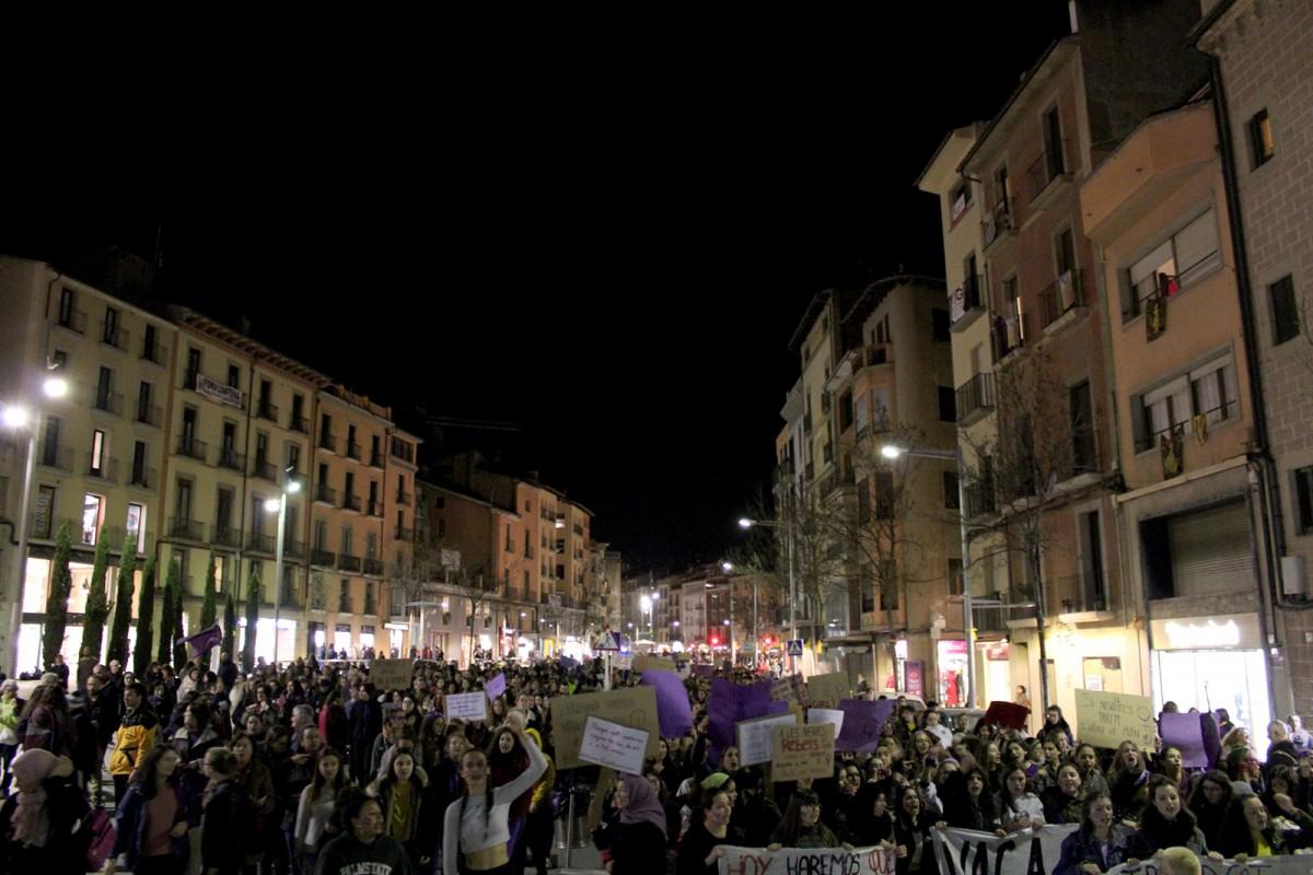 Visió general de la manifestació al seu pas per la rambla del Passeig