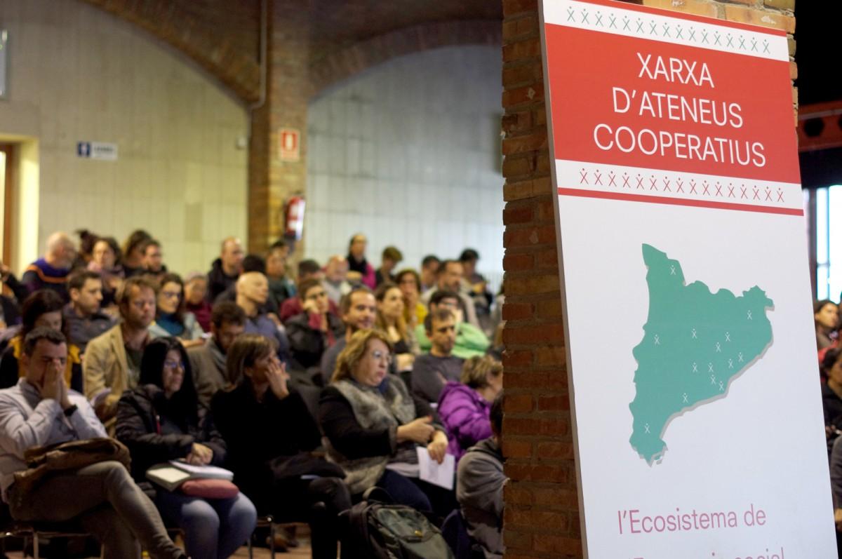 Unes 200 persones dels diferents àmbits de l'economia social catalana van participar a l'acte d'aquest dimecres a les Cotxeres de Sants
