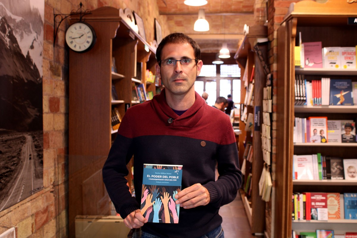 Xavier Milian, amb el llibre, aquest dimecres a la Muntanya de Llibres