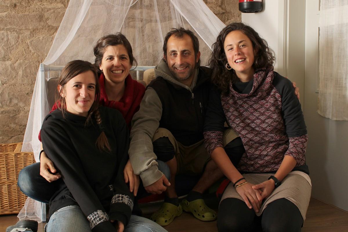 L'Amèlia, l'Alba, en Gerard i la Marta, els acompanyants de Riu Sora i socis de la cooperativa La Llera