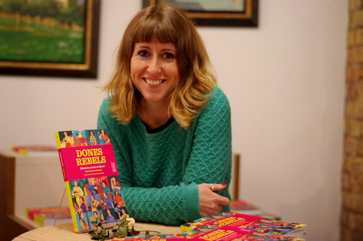 Aina Torres, autora de 'Dones rebels. Històries contra el silenci', després de la presentació del llibre a Vic