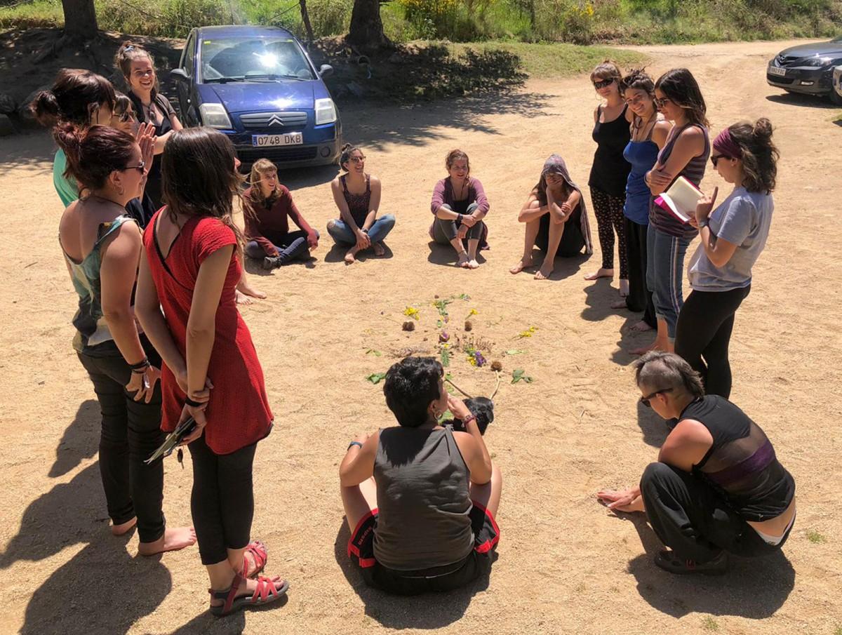 Algunes membres del col·lectiu l'Ortiga Feminista durant una trobada el passat mes de maig a Viladrau