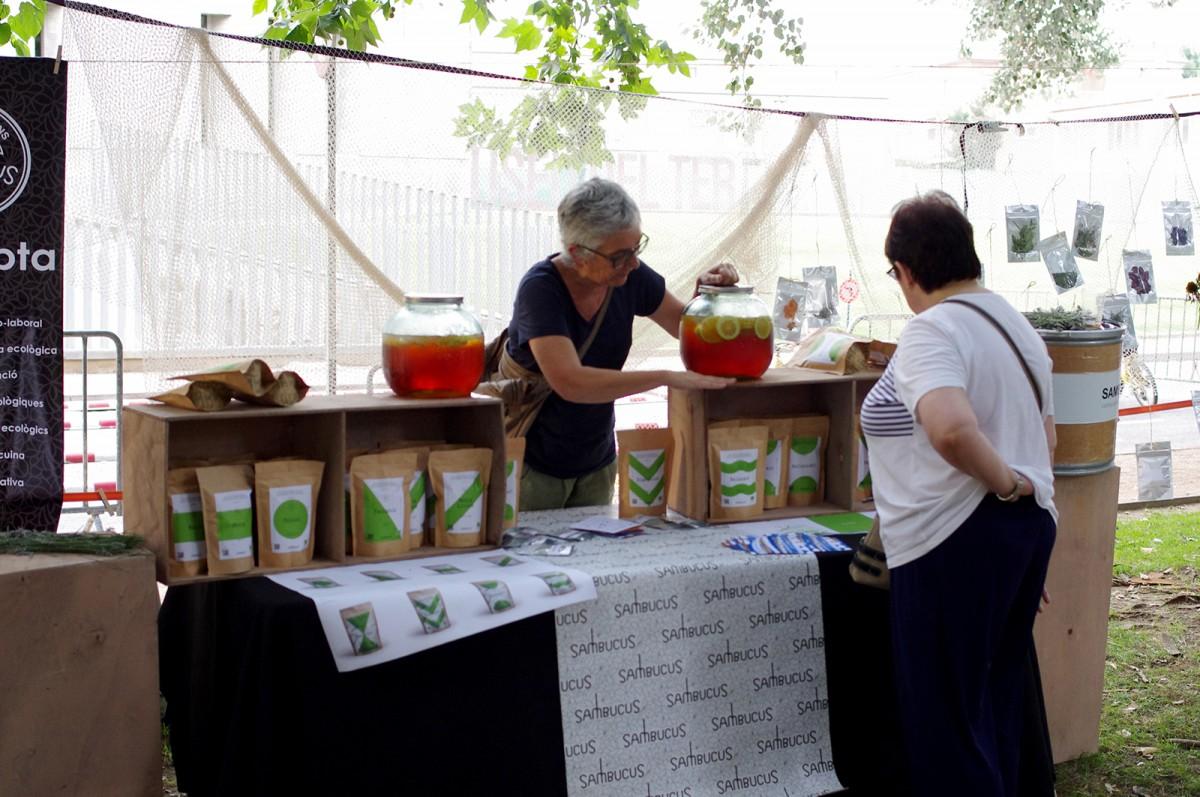 Una de les parades d'iniciatives de l'economia social i solidària d'Osona a la segona edició de la fira alTERna't