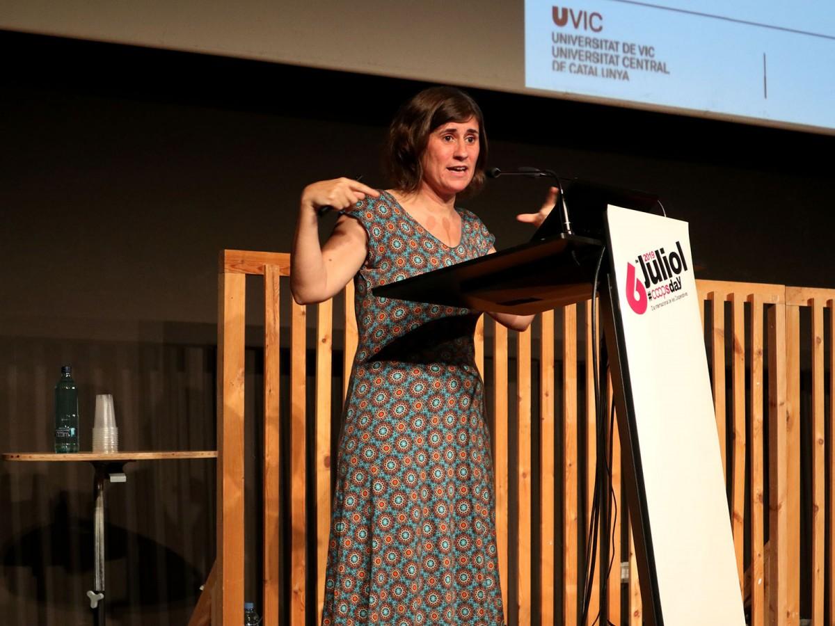 Sandra Ezquerra, durant la seva intervenció a l'acte central del Dia Internacional de les Cooperatives