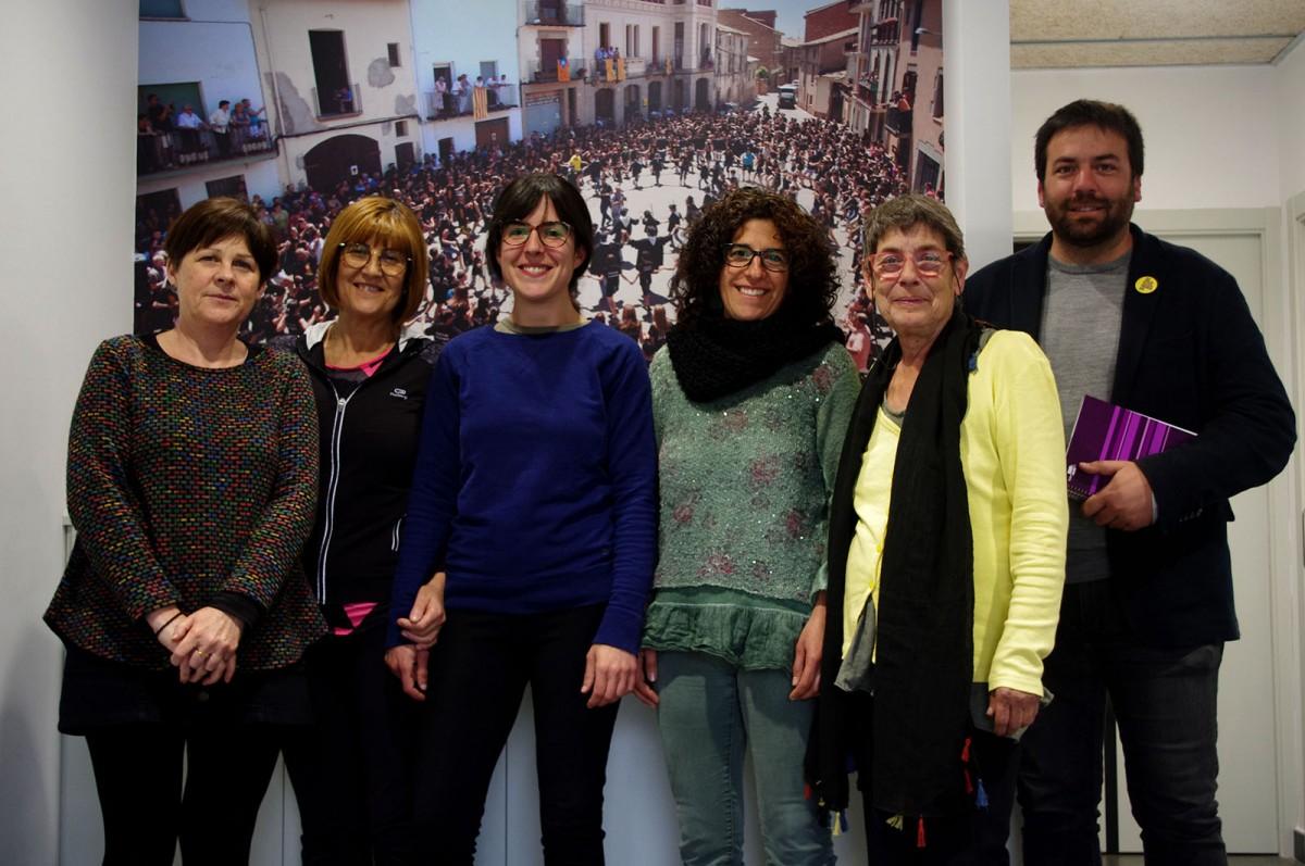 El consell rector de Cuidem Lluçanès. D'esquerra a dreta, Deirdre Crowley, Anna Salas, Sandra Martínez, Montse Argila, Mercè Panyella i Isaac Peraire