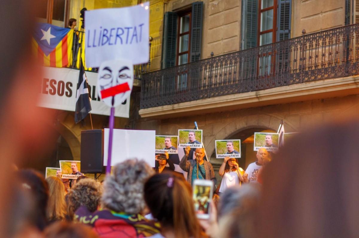 Concentració a la plaça Major de Vic en suport a les persones detingudes el 23S