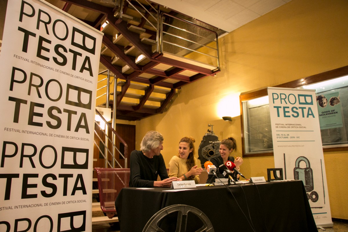 Carles Furriols, Marta Vilanova i Ariadna Seuba a la roda de premsa de presentació de la setena edició del Festival Protesta, aquest dimecres, al Cinema Vigatà.