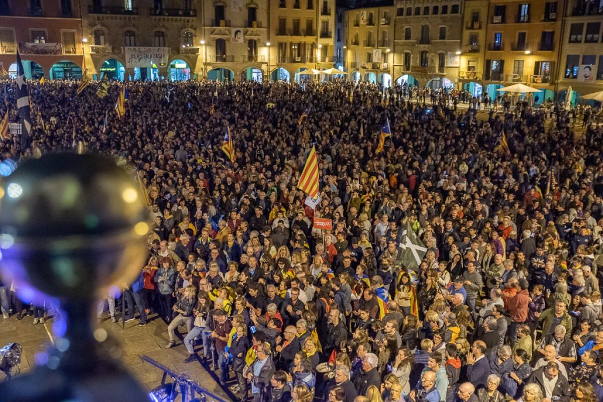 Concentració multitudinària, aquest dilluns al vespre, a la plaça Major de Vic