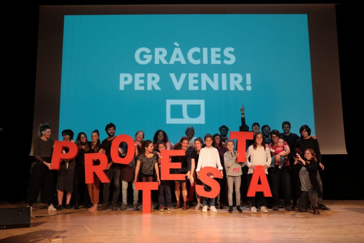 Foto de família d'organitzadors, jurat i guanyadors del Festival Protesta 2019