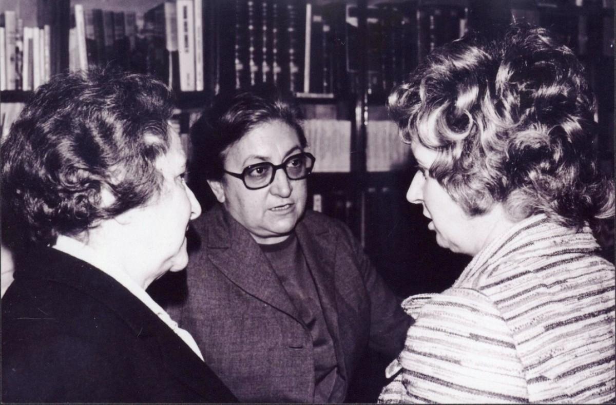 Maria Aurèlia Capmany, a la biblioteca de la cooperativa, el 31 d'octubre de 1971
