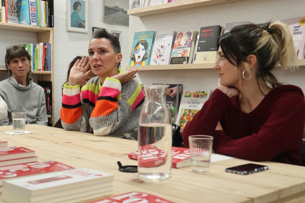 Bel Olid, amb Sara Blázquez, a la presentació de 'Follem?' a Vic
