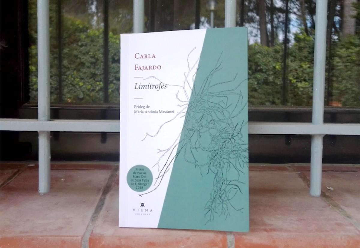 'Limítrofes' (Viena, 2019) és el poemari amb què Carla Fajardo va guanyar el Premi de Poesia Martí Dot