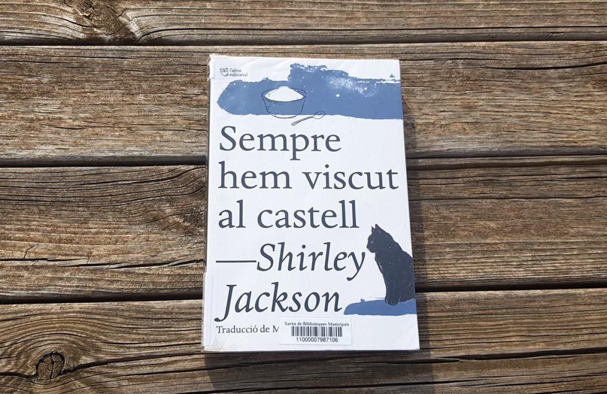 'Sempre hem viscut al castell' va ser publicada per primera vegada l'any 1962,  i L'Altra la va recuperar en català l'any 2016, amb traducció de Martí Sales