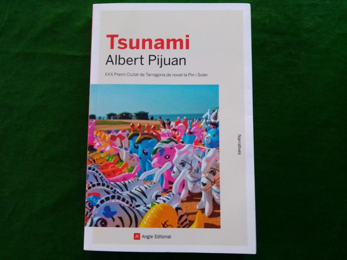 Tsunami (Angle, 2020) és l'obra amb què Albert Pijuan, l'escriptor calafellenc, ha guanyat el 30è Premi Ciutat de Tarragona de novel·la Pin i Soler.