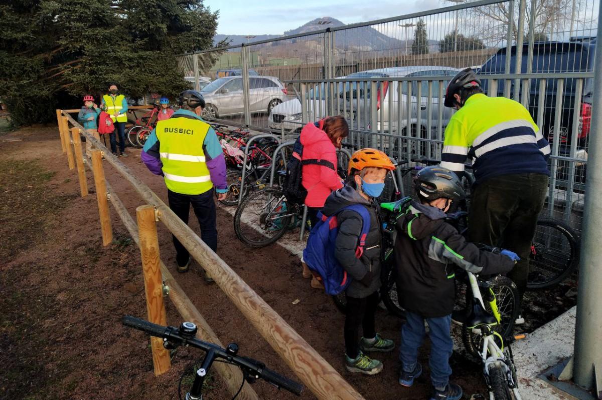 Aparcament per a bicicletes a l'escola Andersen de Vic